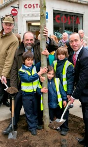 Alistair Douglas, Chairman Tree Council, Forestry Minister David Heath, Cllr Jonathan Glanz, with Children from St Vincent's Primary School on Great Portland Street, London W1W